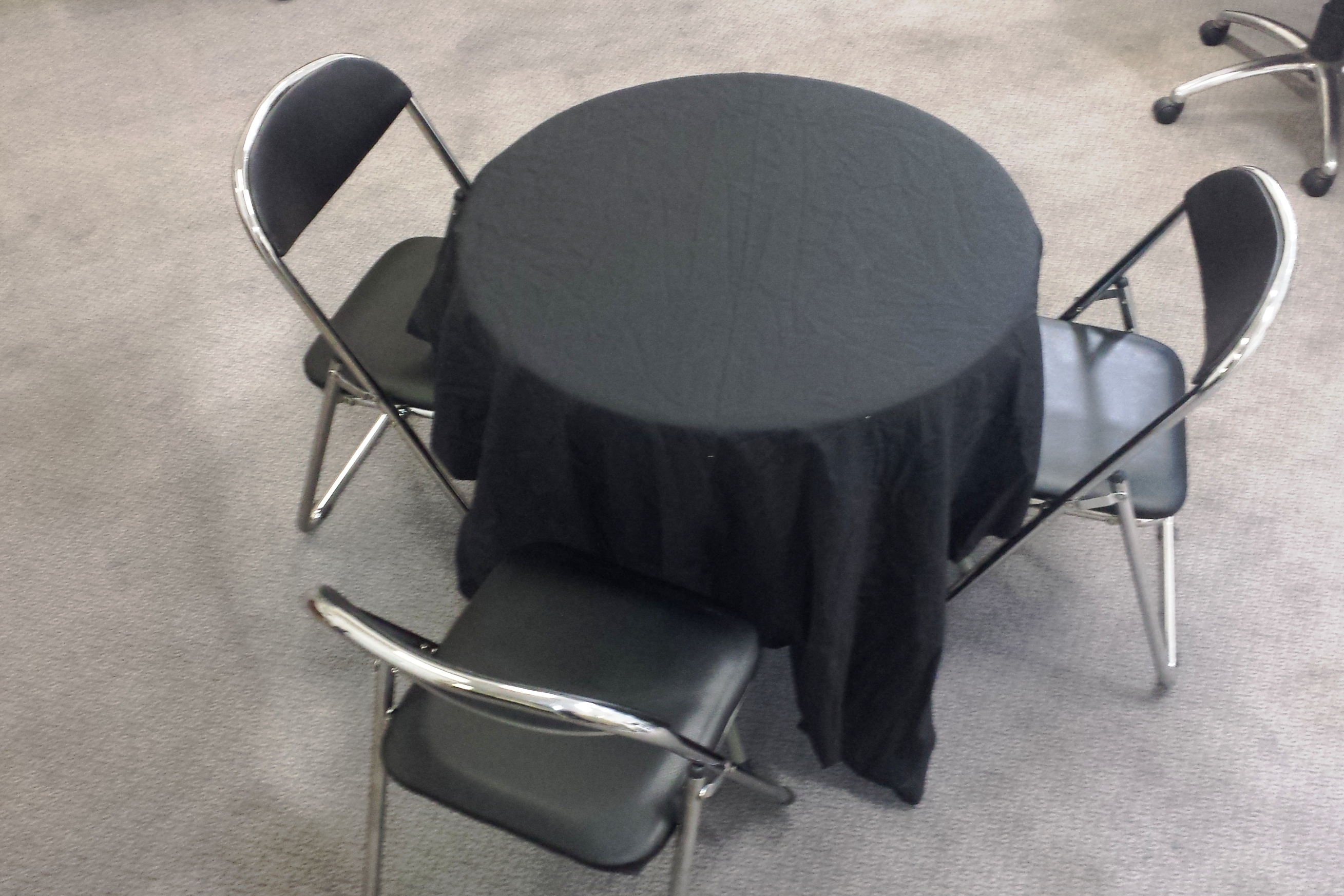 80cm Heavy Duty Plastic Moulded Round Table Folding